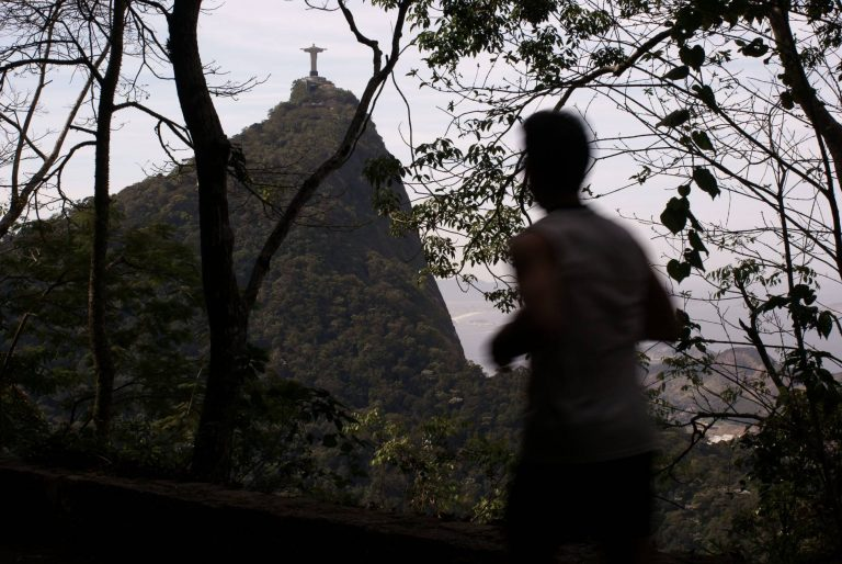 O Parque Nacional da Tijuca possui alguns locais ideais para a corrida: Vista Chinesa, área de lazer das Paineiras, Floresta, entre outros.