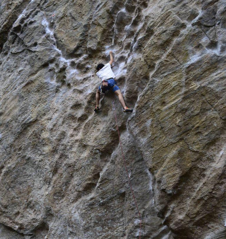 Um dos locais mais procurados por escaladores é o Campo Escola 2000, no Setor Floresta: um famoso paredão natural de escalada muito utilizado para treinamento da atividade.